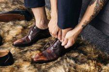 Muốn đánh giá phẩm chất của một người đàn ông, hãy nhìn đôi giày anh ta đi.